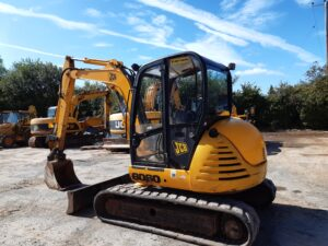 JCB 8060,Piped for hammer,Manual Q-hitch, Good rubber tracks, 5300 Hours Image